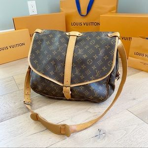 ♥️SAUMUR 35♥️ Authentic Louis Vuitton Crossbody!